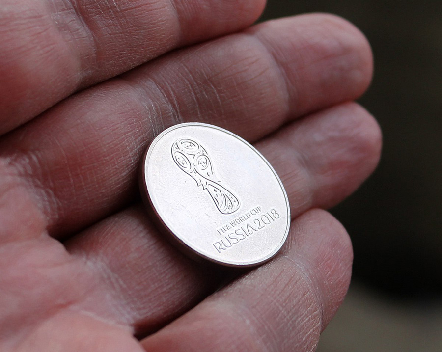 ВОмск привезли 15 тыс. новых 25-рублевых монет ссимволикой Чемпионата