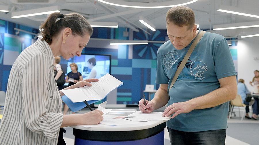 Более трети россиян сменили работу из-за пандемии, показал опрос