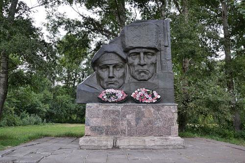 Власти планируют  купить  монумент  латышским стрелкам, выставленный наторги вОрловской области
